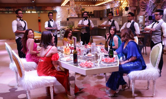Also Read: Bigg Boss 14 House Pics LEAKED: No Double Bed; Contestants To Undergo COVID-19 Tests Weekly?