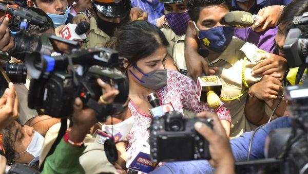 Netizens Slam Media As They Mob Rhea Chakraborty Outside NCB Office!