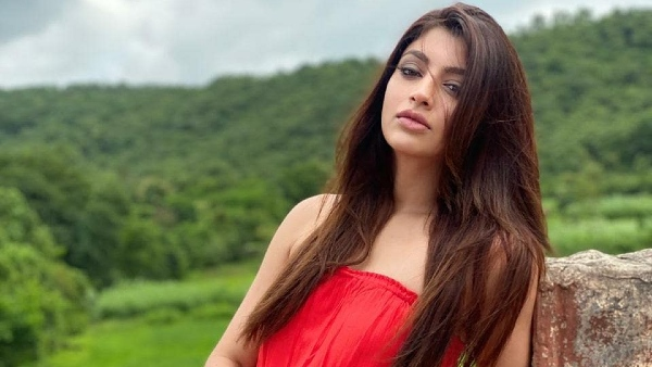 Akanksha Puri's Father Undergoes Surgery; Actress Says He Is Feeling Better Now