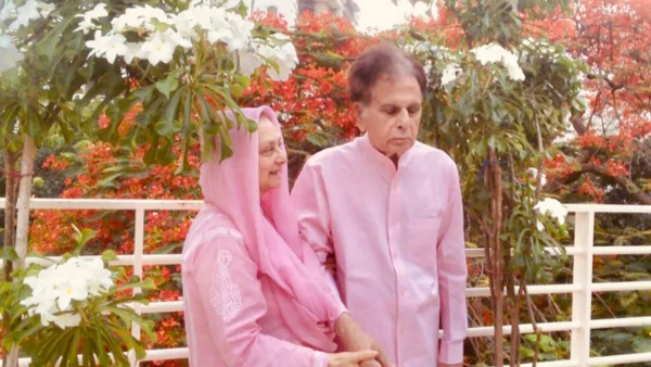 ALSO READ: Dilip Kumar And Wife Saira Banu Twin In Pink; New Picture Wins The Internet!