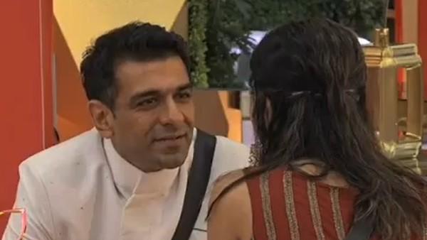 Salman Tries To Spark Romance Between Eijaz-Pavitra And Jaan-Nikki