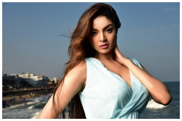 Bigg Boss Tamil 4: Contestants Allege Sanam Shetty Faked Concern During The Grand Premiere