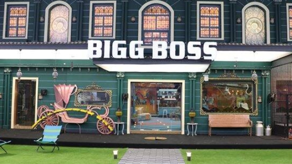 Bigg Boss Tamil 4 Contestants Taken Out Due To Cyclone Nivar; Stay Out For 4 Hours