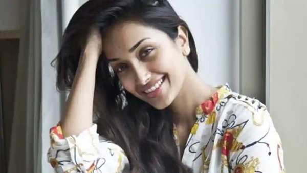 Death In Bollywood: Netizens Heartbroken After Watching BBC Docuseries On Jiah Khan's Death