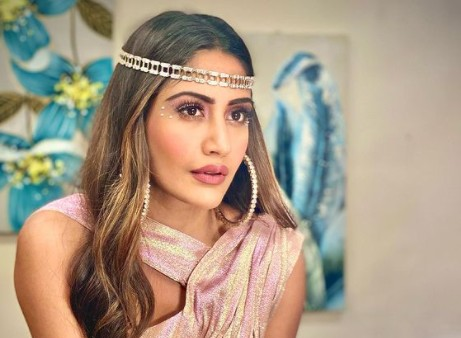 Surbhi Chandna Is A Sight For Sore Eyes As She Brings Back The Retro Glam