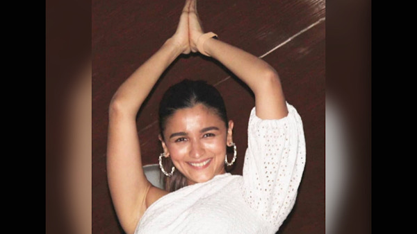 Alia Bhatt Recreates The Gangubai Kathiawadi Pose At Sanjay Leela Bhansali's Birthday Bash