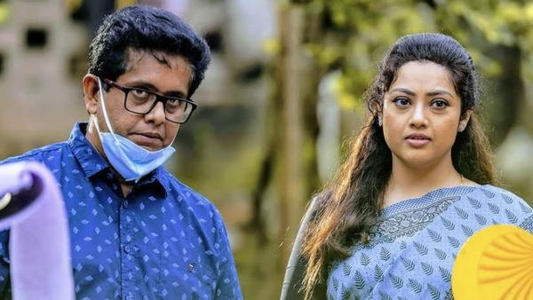 Drishyam 2: Meena Trolled For Her Make-Up; Jeethu Reacts