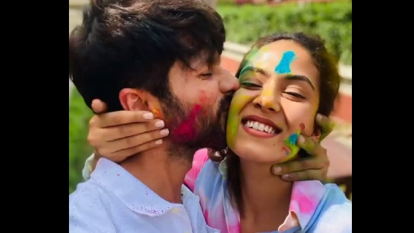 <strong>ALSO READ: </strong>Shahid Kapoor-Mira Rajput's Romantic Moments From Their Holi Celebration Scream Love!
