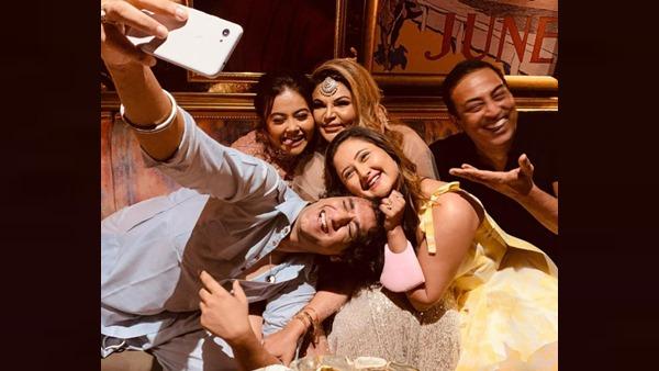 Also Read : BB Reunion: Rashami Desai, Vikas Gupta, Rakhi Sawant & Others Chill At Manik Soni's Birthday Bash [PICS]