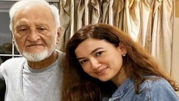 Gauahar Pens Heartfelt Note Post Her Father's Demise
