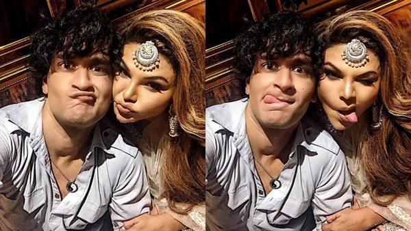 Vikas Gupta & Rakhi Sawant's Selfie Game