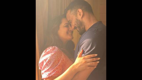 Anita Hassanandani Shares A Kiss With Husband Rohit Reddy While Others 'Spy' On Them