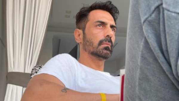 Arjun Rampal Tests Positive For COVID-19, Catches Up On Reading During Home Quarantine