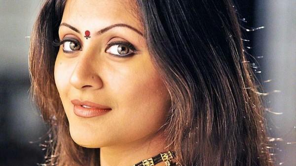 rimi-sen-says-she-got-rejected-for-swades-munna-bhai-mbbs