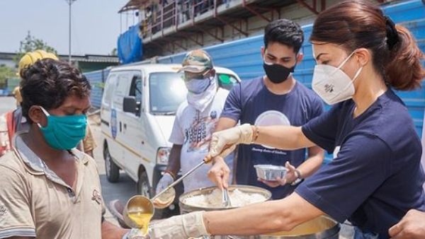 Jacqueline Fernandez Feeds People Amidst COVID-19 Second Wave, Urges Fans To Help Others In Need