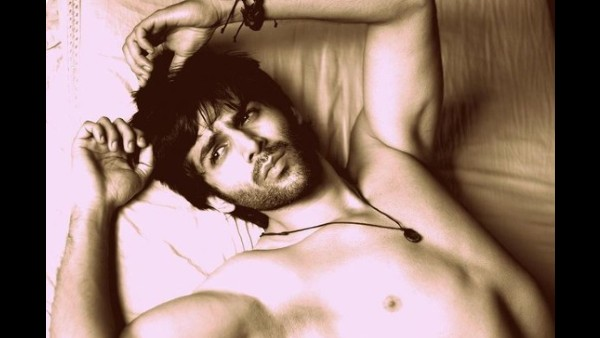 Kartik Aaryan Gives A Titanic Twist To His Shirtless Picture; Fans Call Him 'National Crush'