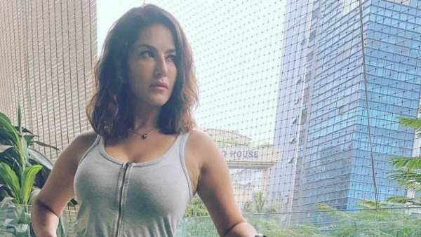 Sunny Leone and PETA India Donate 10,000 Vegan Meals To Delhi Migrant Workers