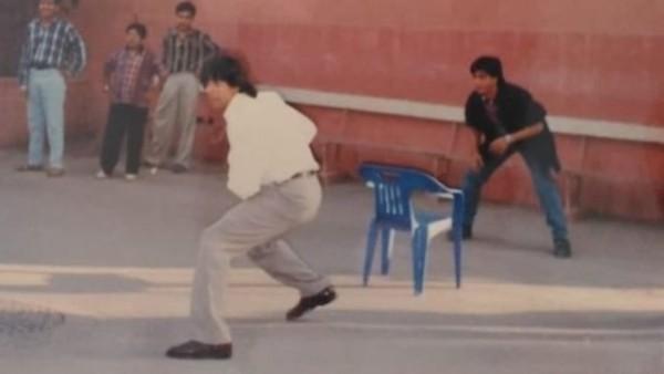 SRK-Akshay's Throwback Pic From DTPH Sets Goes Viral!