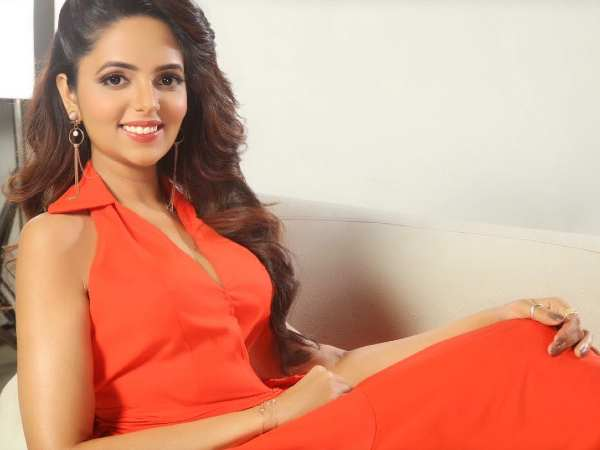 WATCH: Sugandha Mishra On Josh App's Musical Challenge Let's Play Antakshari (Exclusive Interview)