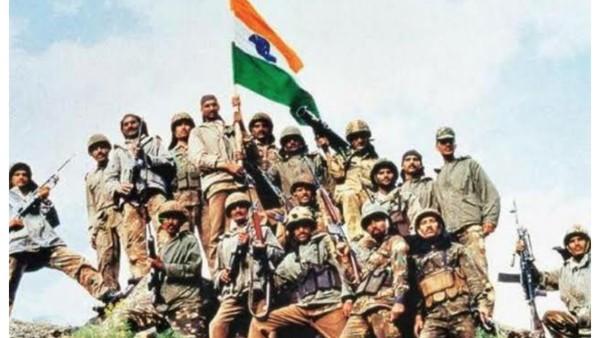 Kargil Vijay Diwas: Akshay Kumar And Abhishek Bachchan Pay Tribute To Real Heroes Of Kargil War