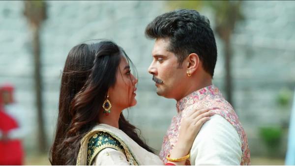 Molkki's Amar Upadhyay Opens Up About Romancing Younger Actress Priyal Mahajan: It Was A Big Hurdle Initially