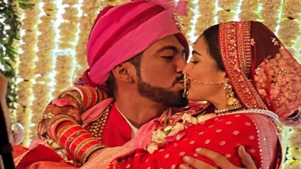 Pandya Store Fame Shiny Doshi Ties The Knot With BF Lavesh Khairajani; See Wedding Pics And Videos