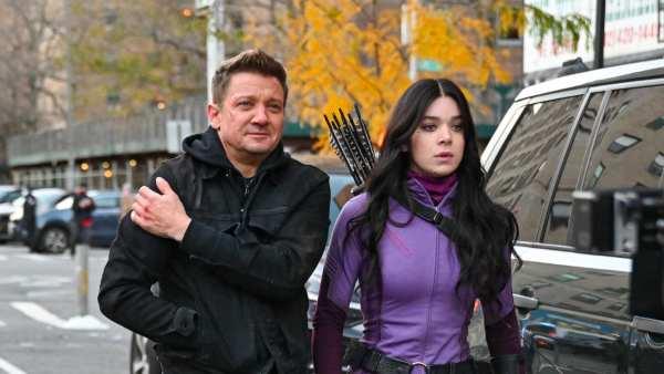 Hawkeye: Marvel Studios' New Series Starring Jeremy Renner & Hailee Steinfield Set To Debut In November