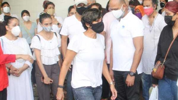 Mandira Bedi Gets Support From Colleagues After Getting Trolled For Performing Husband's Last Rites