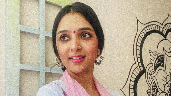 Kiara Advani Lookalike Replicates Her Shershaah Look   Kiara Advani Lookalike   Kiara Advani Doppelganger - Filmibeat