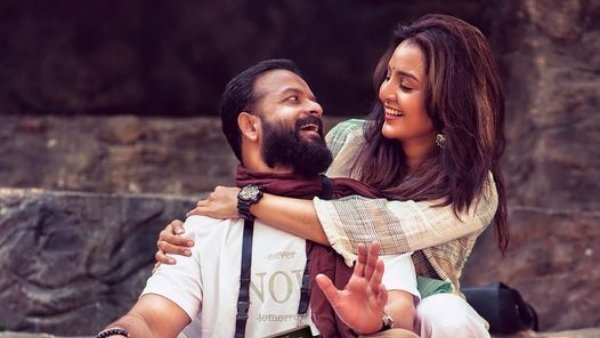 Manju Warrier And Jayasurya Team Up For Meri Awaz Suno; First Look Poster Is Out!