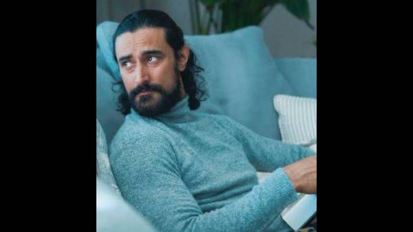 Kunal Kapoor Turns Poet While On A Chat Show, Gives Out Some Hilarious Rhymes