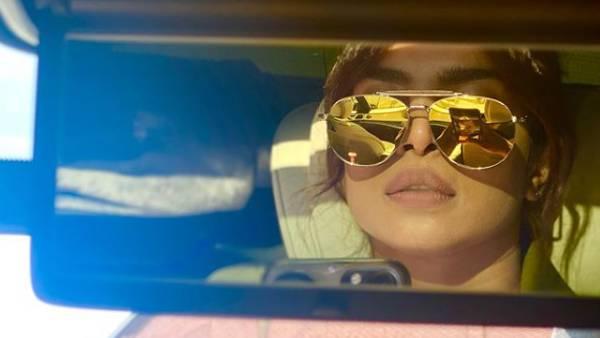 Priyanka Chopra Is A Visual Delight As She Takes A 'Carfie' In Her Latest Social Media Post