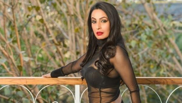 Kashmera Takes A Sly Dig At Govinda's Wife Sunita