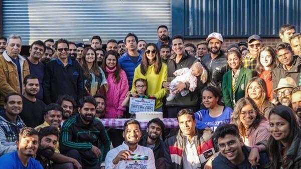 अक्षय कुमार और रकुल प्रीत सिंह सभी मुस्कुरा रहे हैं क्योंकि उन्होंने प्रोडक्शन 41 को अस्थायी रूप से सिंड्रेला शीर्षक दिया है