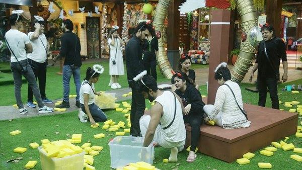 BB Marathi 3: Meenal, Sneha, Gayatri Attack Jay And Mira