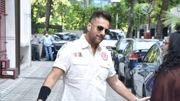 Fardeen Khan's Pics Of First Public Appearance After Physical Transformation Go Viral