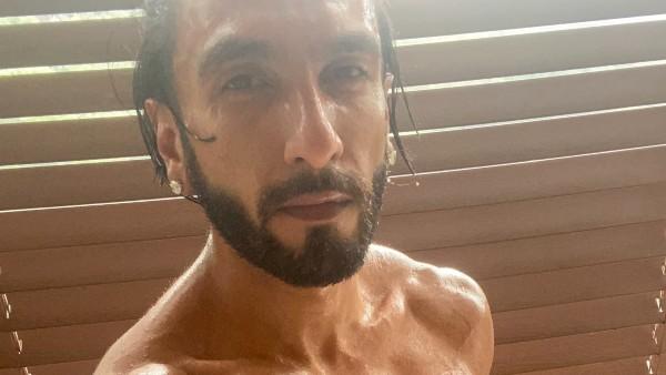 Pooja Trolls Ranveer As He Posts Shirtless Picture In Towel