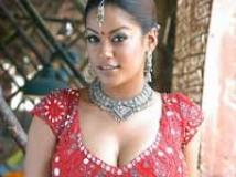 https://www.filmibeat.com/img/2009/03/10-mumaith-khan-020508.jpg