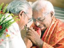 https://www.filmibeat.com/img/2009/03/30-thilakan-award-300309.jpg