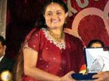 https://www.filmibeat.com/img/2009/04/23-anuradha-bhat-230409.jpg