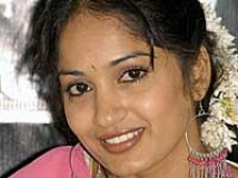 https://www.filmibeat.com/img/2009/05/28-madhavi-lata-280509.jpg