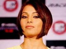 https://www.filmibeat.com/img/2009/07/28-bipasha-basu-070208.jpg