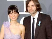 https://www.filmibeat.com/img/2009/09/21-zooey-ben-210909.jpg