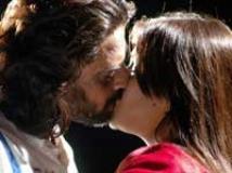 https://www.filmibeat.com/img/2009/10/12-arthi-agarwal-kiss-121009.jpg