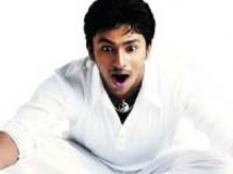 https://www.filmibeat.com/img/2009/10/27-shanthanoo-bhagyaraj-160309.jpg