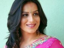 https://www.filmibeat.com/img/2009/11/26-pooja-gandhi-240608.jpg