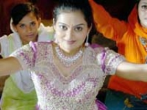 https://www.filmibeat.com/img/2009/12/08-keralotsavam-2009-081209.jpg