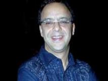 https://www.filmibeat.com/img/2010/02/19-vidhu-vinod-chopra-220110.jpg