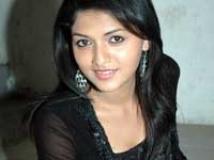 https://www.filmibeat.com/img/2010/04/17-sunaina-200110.jpg