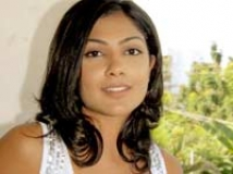 https://www.filmibeat.com/img/2010/04/23-kamalini-mukherjee-141207.jpg